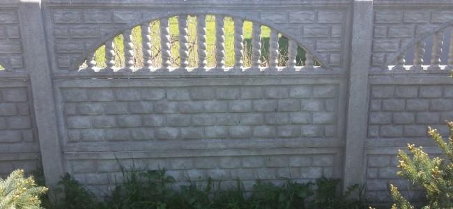 Ogrodzenie betonowe w Dębnicy Kaszubskiej